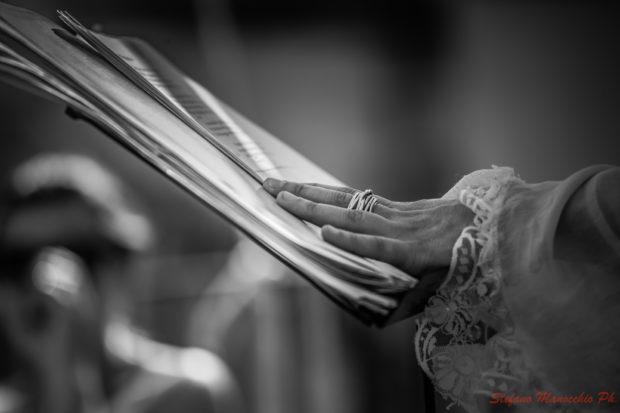 Mani che leggono